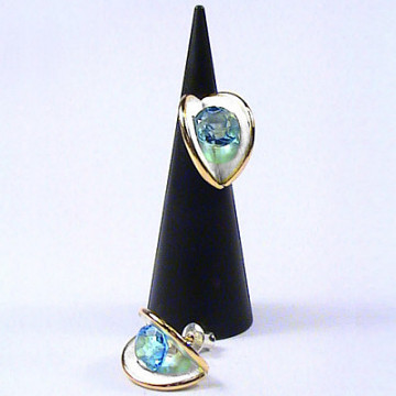 Clamshell Earring with 8mm stone